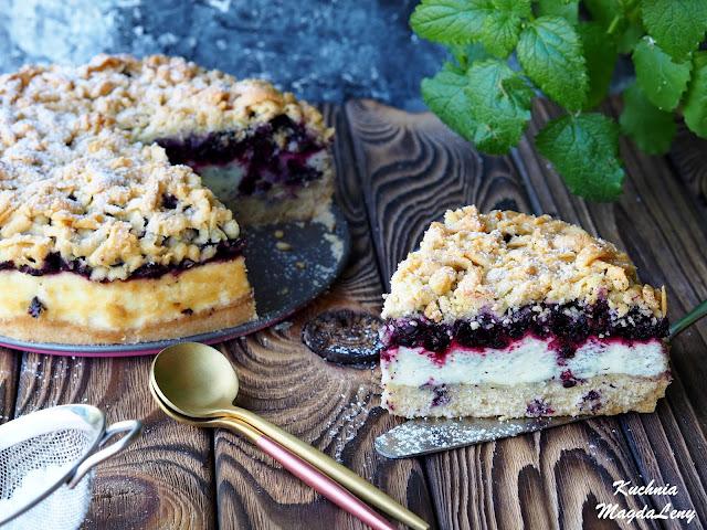 Kruche ciasto z pianką budyniową i jagodami