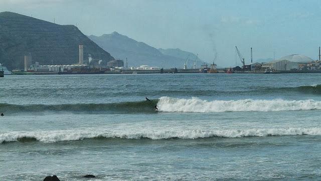 surf en el puerto viejo algorta jefris 10