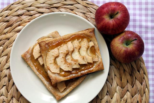 Tarta de manzana y crema pastelera con hojaldre