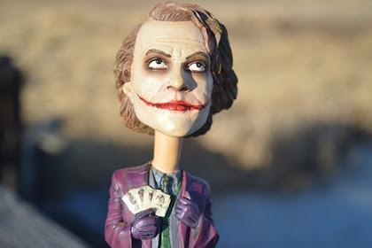 Mengenal Penyakit Psikologis Joker yang Membuatnya Terus Tertawa Tak Terkendali