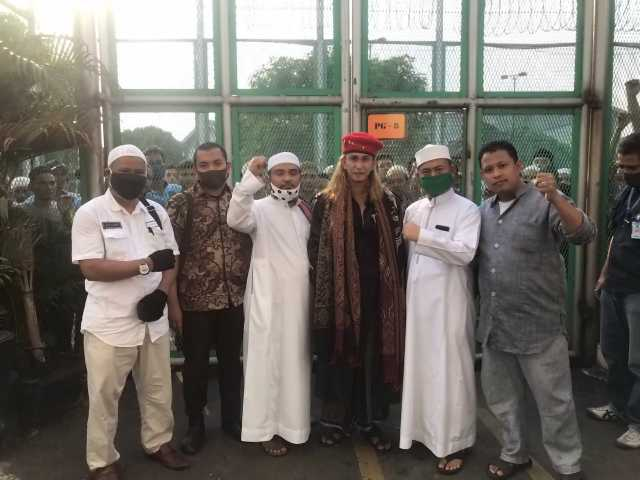 SALAM TAHNIAH ATAS BEBASNYA HABIB BAHAR BIN SMITH