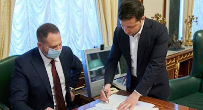 Зеленский подписал закон о продаже земли сельхозназначения