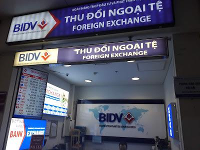 ノイバイ国際空港の両替所