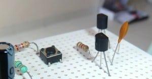 تعلم دوائر الترانزيستور والمفتاح الإلكتروني