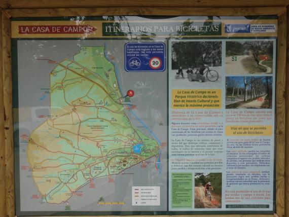 Cartel que limita el uso ciclista deportivo en casa de campo