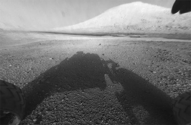 sombra da sonda curiosity em marte