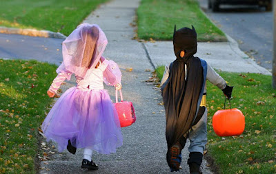 15 Halloween Safety Tips for Trick-or-Treaters