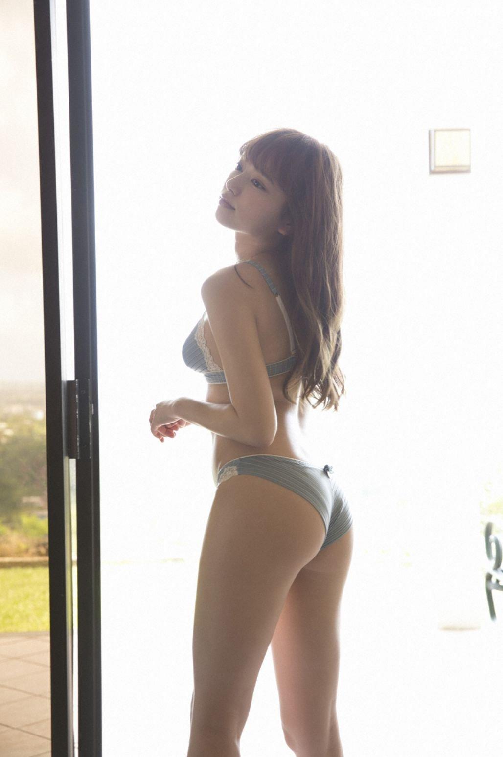 Image-Japanese-Idol-Sayaka-Komuro-Bikini-Show-TruePic.net- Picture-9
