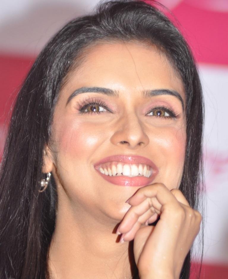 Hindi Indian Actress Asin Hot Face Closeup Photos Without Makeup
