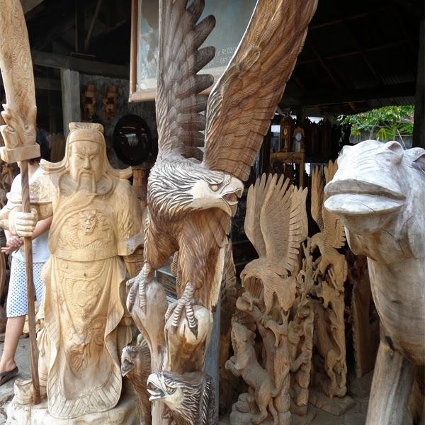 patung kayu trembesi