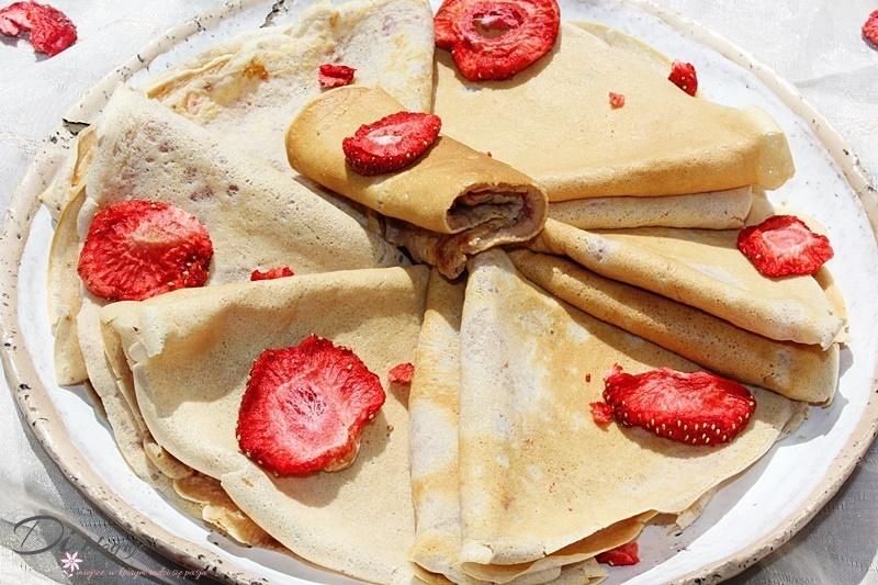 Naleśniki truskawkowe (ciasto naleśnikowe z truskawkami)