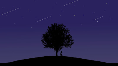 Árbol oscuro de noche en relieve mientras pasan estrellas fugaces