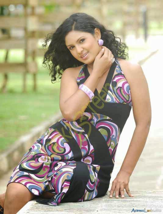 Sri Lanka fashion blog: Sri Lankan actress Nehara Peris new photo