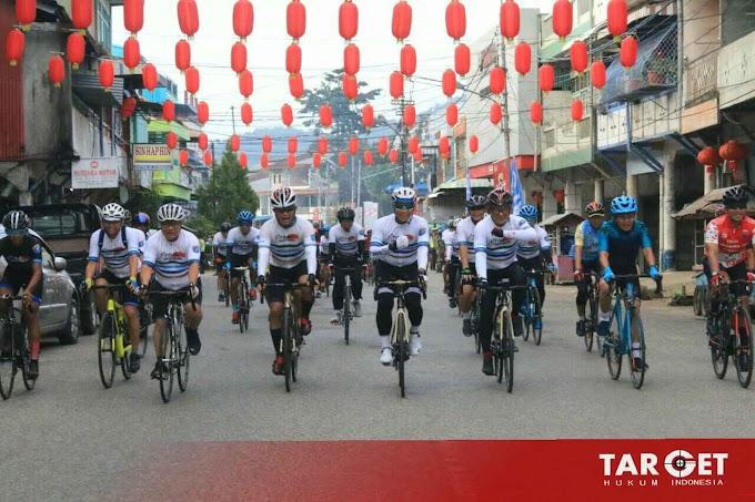 Meriahkan Imlek, TNI - Polri Gowes Keliling Singkawang