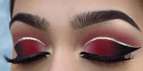 Maquillaje de ojos con sombra roja para Navidad