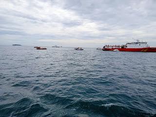 Tim Gabungan SAR Melakukan Pencarian Korban dan Pesawat SJ 182 Sriwijaya Air