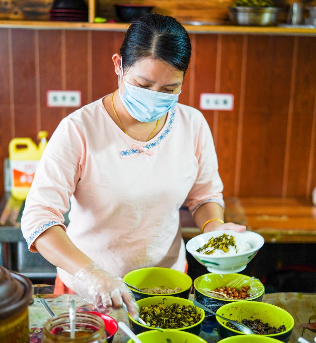 rice noodles & qing bu liang, hainan