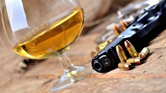 proibe venda bebida alcoolica portador arma