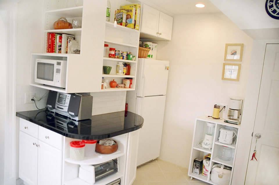 lowes kitchen cabinets pants 波士顿莲邦地产 小厨房的大改造 随即运来的橱柜也挨挨挤挤占据了客厅餐厅 家里大有兵荒马乱的之感