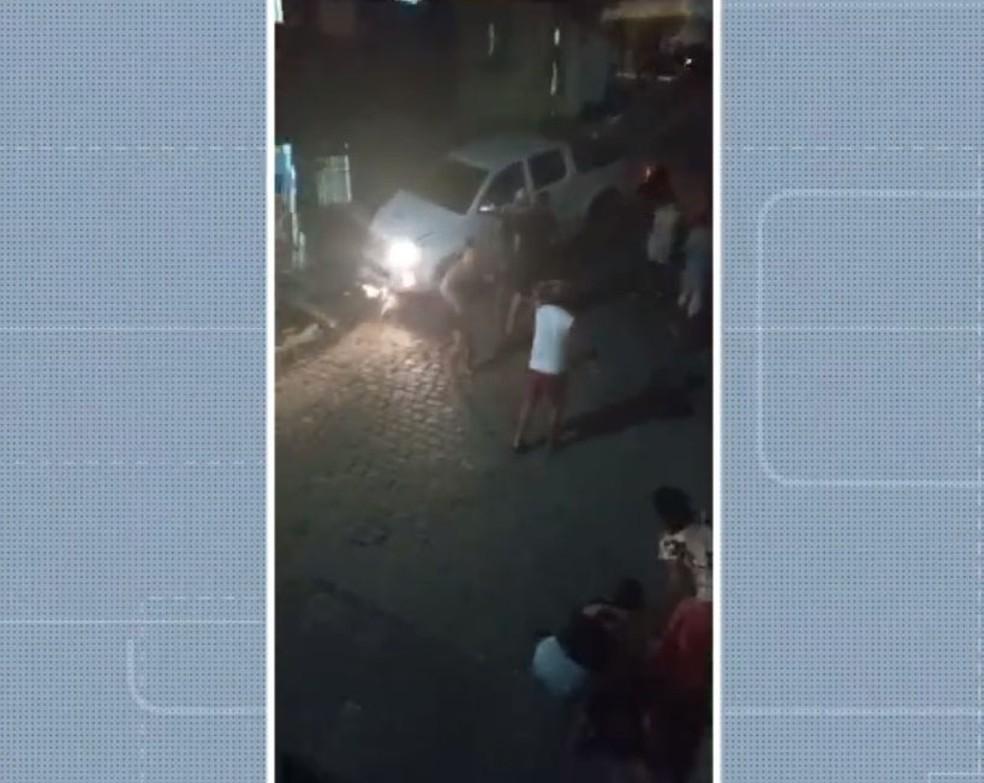 Criança de 4 anos morre após ser atropelada por caminhonete