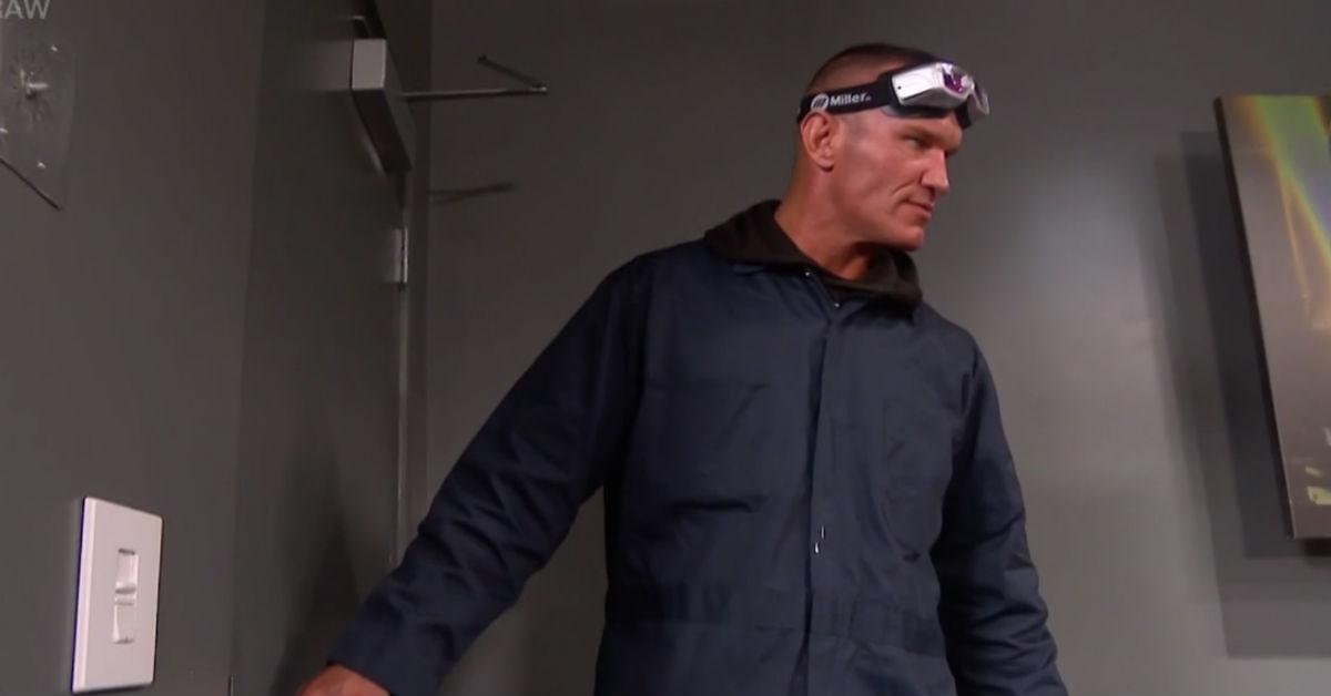 Randy Orton ataca Ric Flair, Big Show e outras lendas no WWE RAW