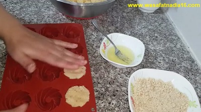 مطبخ ام وليد | حلويات العيد لام وليد طريقة تحضير حلوى التاج