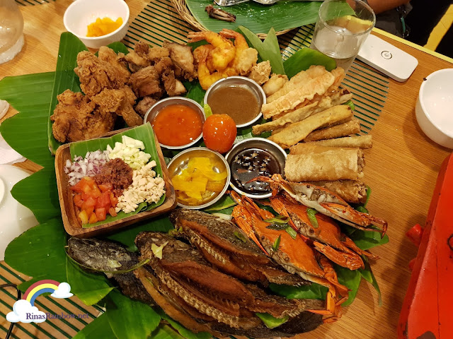 Isdaan Floating Restaurant, platter