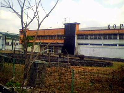 Pabrik tenun Koperasi Mitra Batik Tasikmalaya