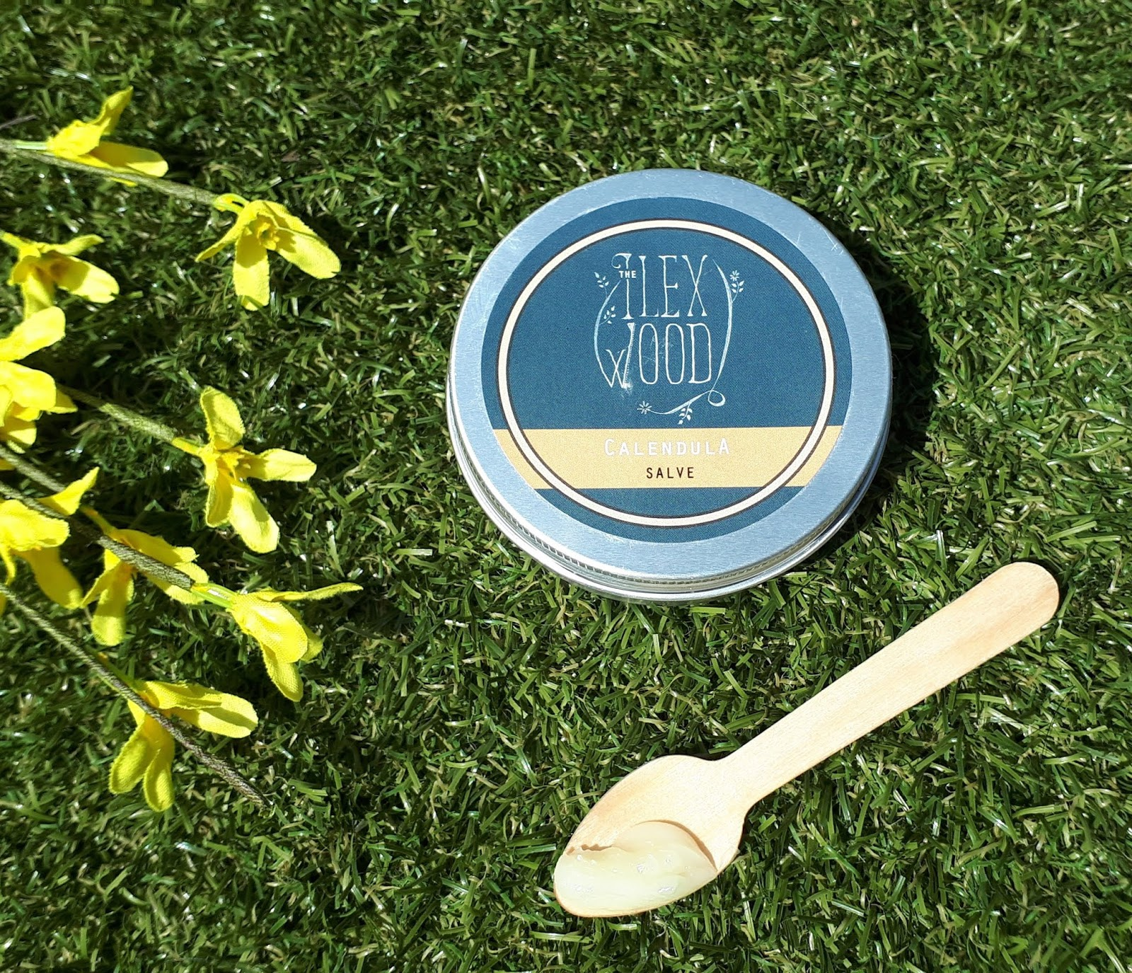 Plastic Free summer essentials - The Ilex Wood calendula salve review