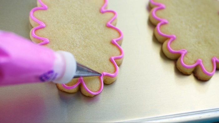 how to fill a piping bag for decorating cookies