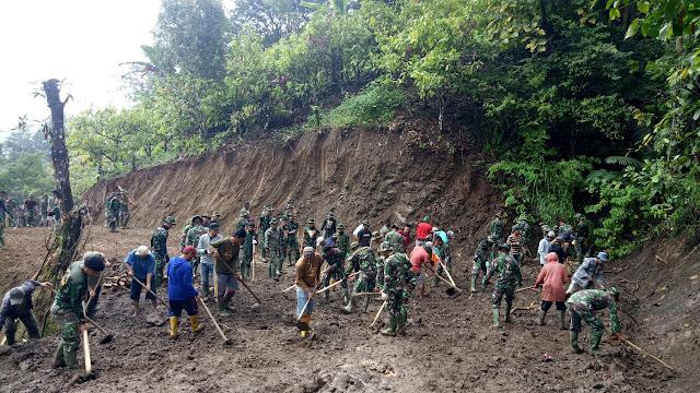 Penampakan Warga Desa Tompobulu di Lokasi TMMD Kodim 1424/Sinjai
