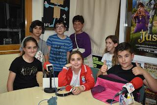 Menudo Castillo lleva más de una década uniendo niños, radio y literatura infantil