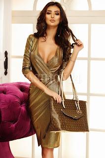 Rochie midi de seara, petrecuta, in nuante de auriu, cu decolteul adanc
