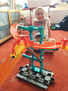 Hot Wheels Spiral Stack-Up Track Builder