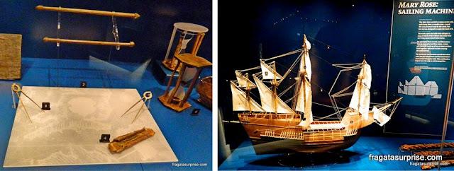 Objetos resgatados do naufrágio do navio Mary Rose e a maquete da embarcação