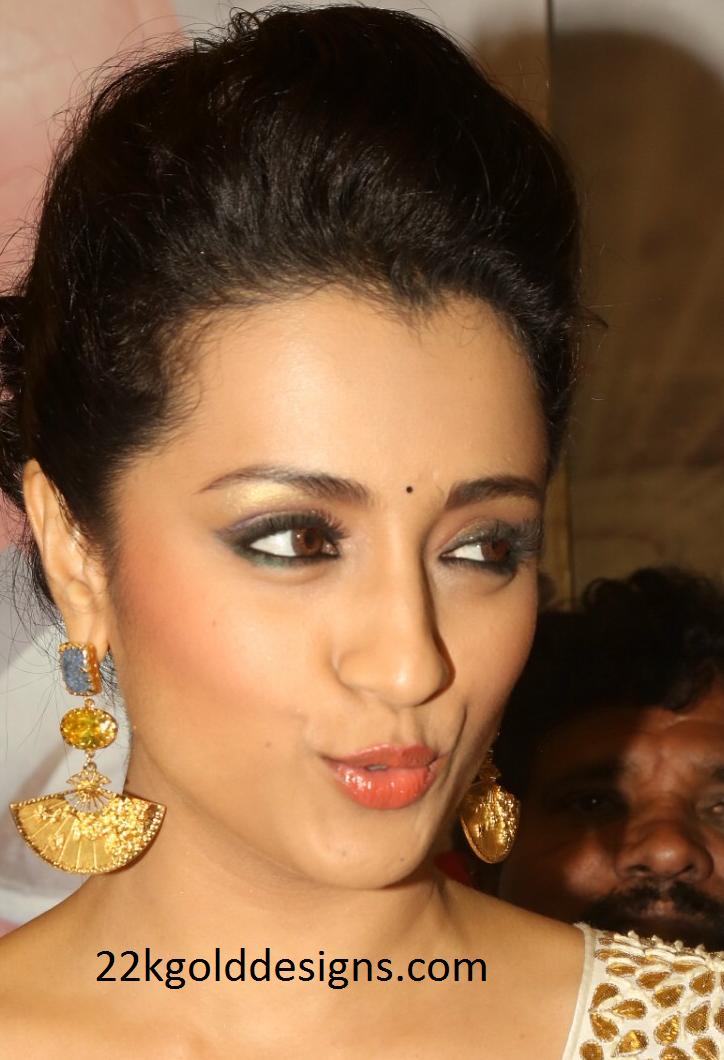 Trisha in Kiara Jewelry at Cheetaki rajyam premiere show