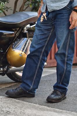 短靴ながら造りはワークブーツメーカー、ウエスコそのもの。着用年数が7年を超えた雰囲気抜群のJ.H.Classics。