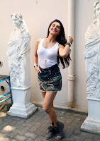 Actress Jacqueline Fernandez  Pictures in Short Skirt at Dishoom Movie Shooting Spot 0002.jpg