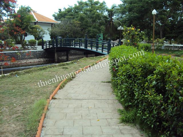Nhà sàn Bác Hồ: Khu di tích lăng Cụ Phó bảng Nguyễn Sinh Sắc
