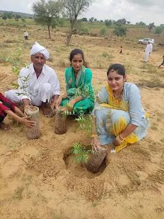 संतो के सानिध्य में शब्दावाणी पाठ के साथ 1100 पौधारोपण कर भक्त बाजोजी बगीची की नींव रखी