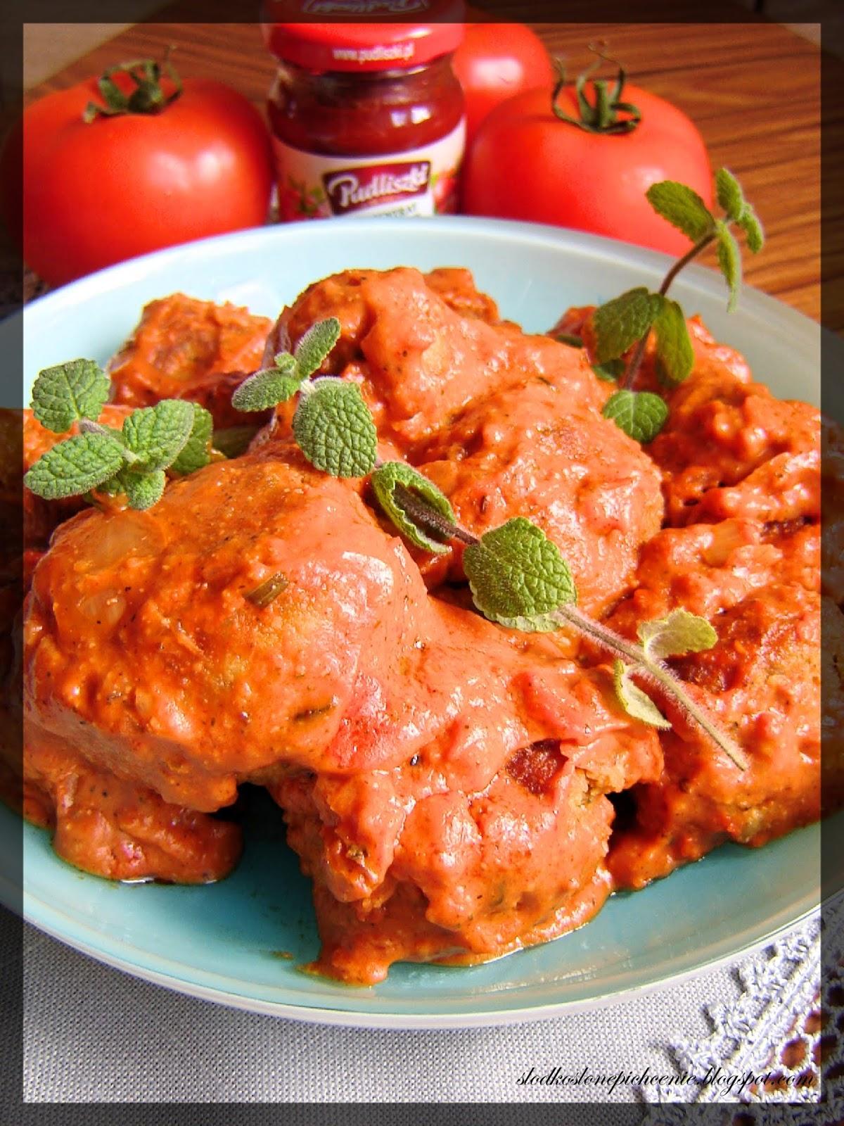 Kotlety mielone z kaszą bulgur w sosie pomidorowym
