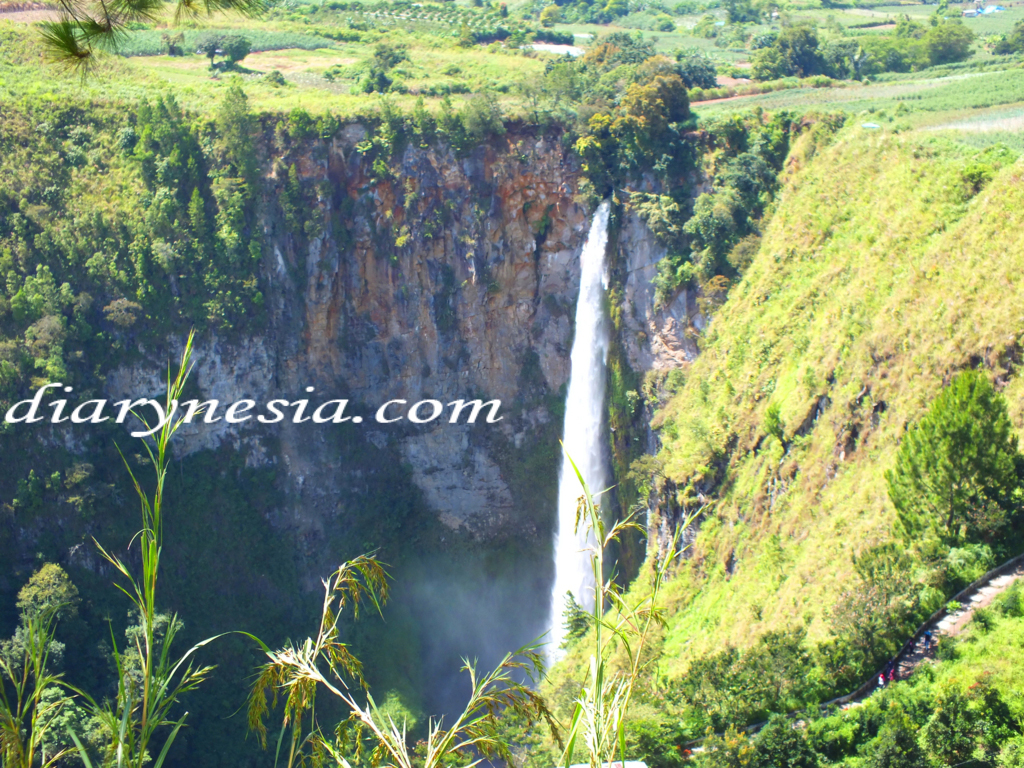 the gigantic ancient crater lake toba, things to do at lake toba, north sumatra tourism, diarynesia