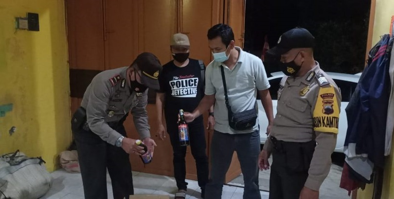 Gelar Razia, Polisi Sita Puluhan Botol Miras di Purbalingga