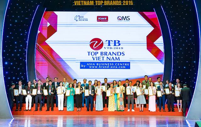 Đạo diễn Holy Thắng đến chúc mừng Ceo Hồ Hương đạt Top 10 thương hiệu uy tín - Ảnh 7