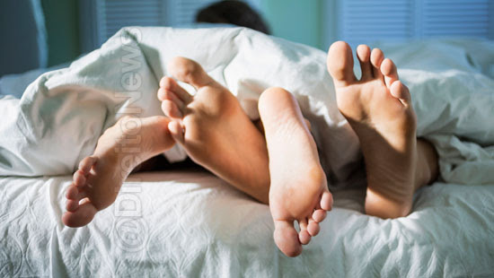 casal expulso cruzeiro sexo barulhento direito