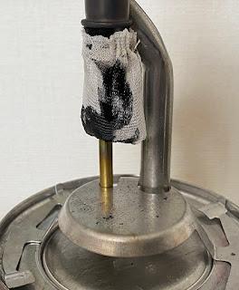 黒く煤で汚れたマントル