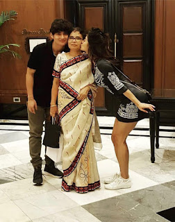Mouni Roy mother images, brother Images, Family Photo