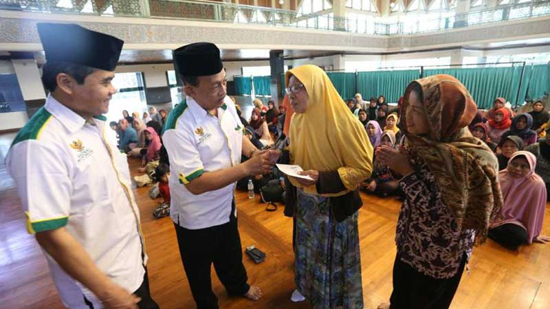 Baznas Kota Bandung Distribusikan Rp.1.1 Miliar Lebih Dana Zakat