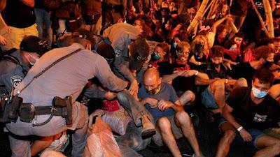 Dez mil manifestantes exigem demissão do primeiro-ministro em Israel