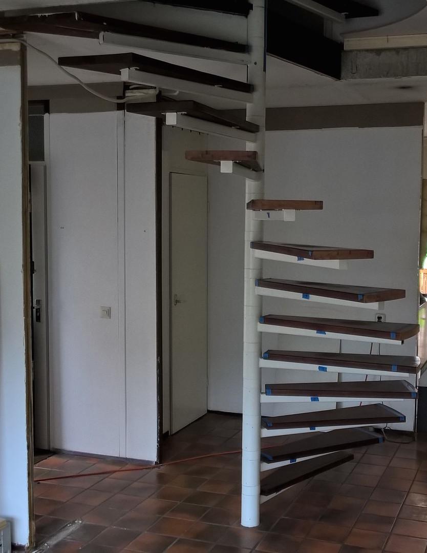 Kast rondom trap in woonkamer - Blog Startpagina voor tuin ideeën ...
